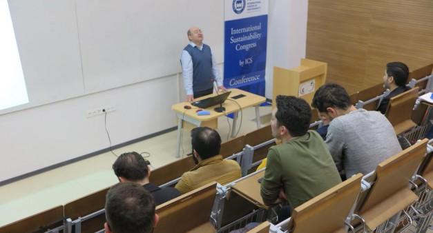 Kampüs İçi Farkındalığı Arttırma Seminerleri ikinci etabı tamamlandı!  Prof. Dr. Sinan Keskin'in anlatımıyla Çevresel Sürdürülebilirlik Bağlamında Su, Enerji ve Karbon Ayak İzi Kavramları Konuları üzerinde duruldu.